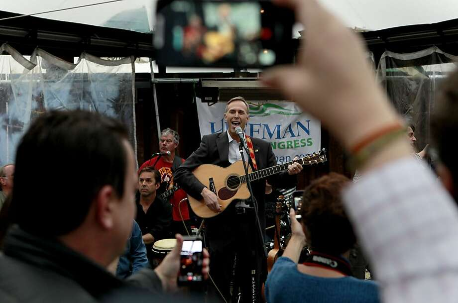 Assemblyman Jared Huffman joins the band Cahoots at a March fundraiser. Photo: Michael Macor, The Chronicle