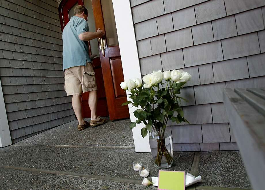A few flowers were left near the front door of the yacht club. Members of the San Francisco Yacht Club were in mourning Sunday after the Coast Guard confirmed that one sailor was killed and four were missing after huge waves toppled the yacht Low Speed Chase at South Farallon Island during a race. Photo: Brant Ward, The Chronicle