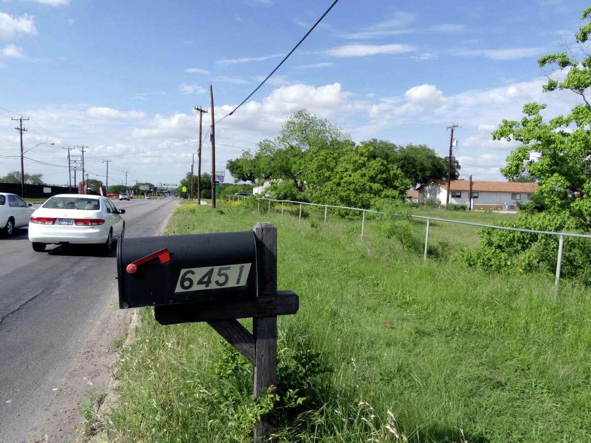 An empty lot at 6451 Babcock Road. April 11, 2012. Billy Calzada / San Antonio Express-News