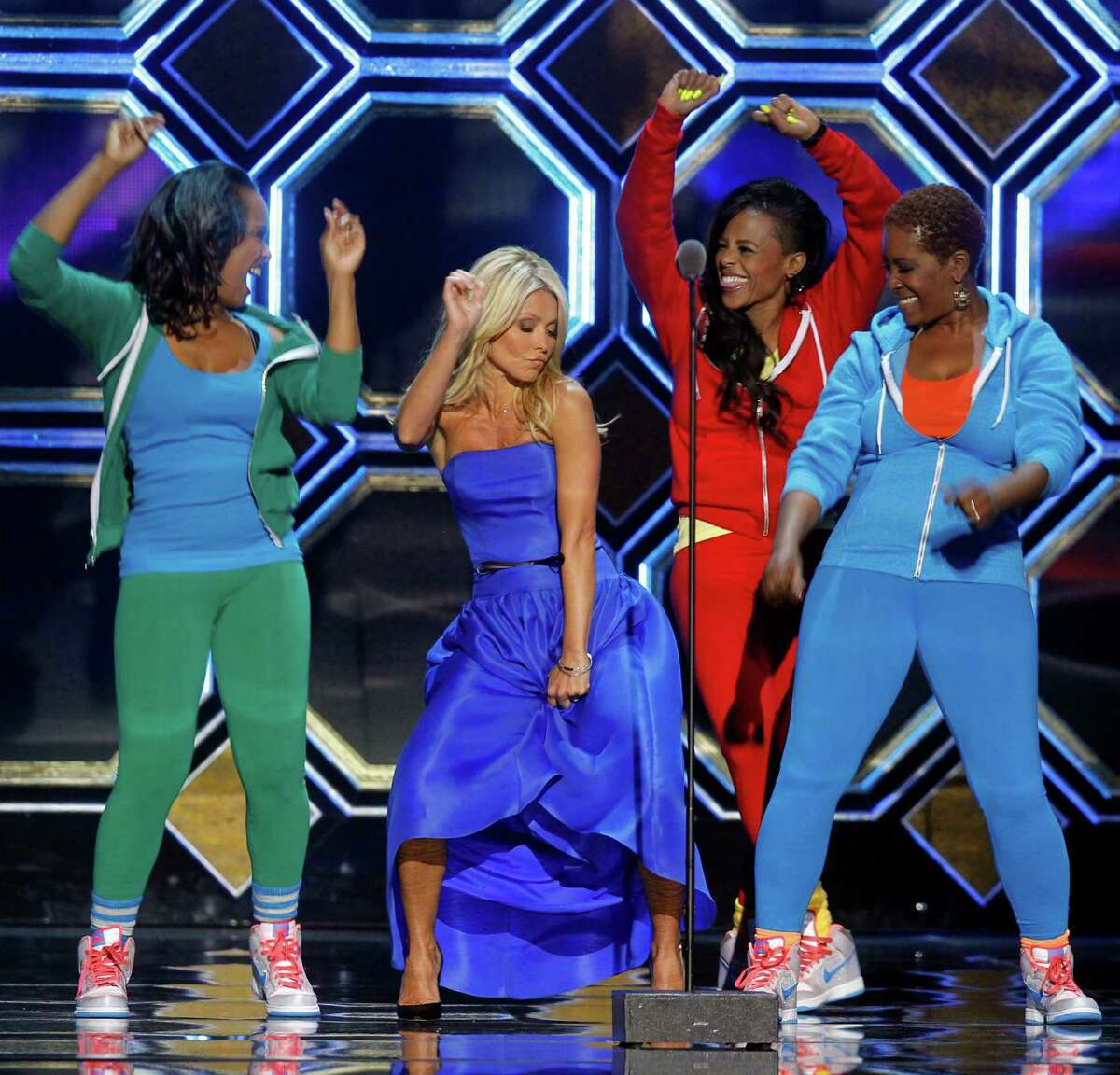 Host Kelly Ripa, center, dances with