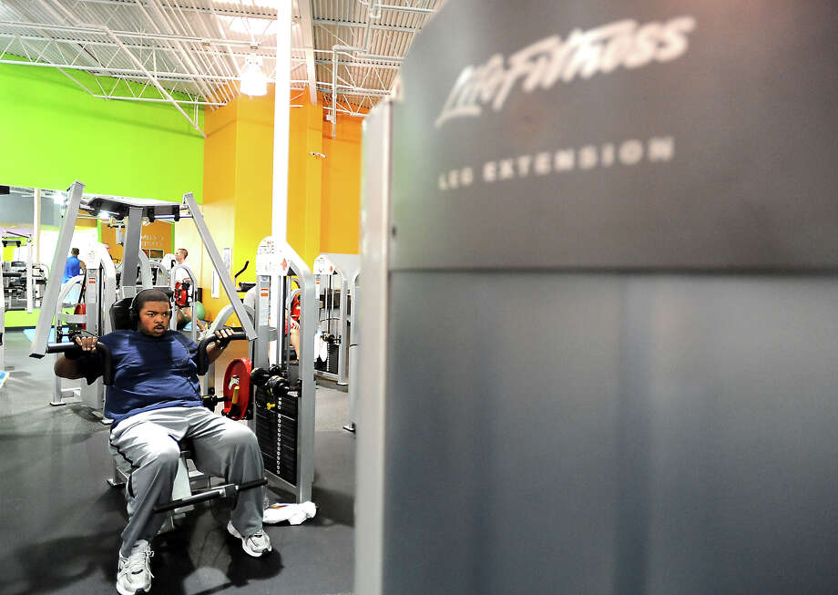 Willie Gillis III works out at Exygon Health and Fitness Club in Beaumont in Beaumont, Thursday, April 12, 2012. Gillis has lost 230 pounds through diet and exercise. Tammy McKinley/The Enterprise Photo: TAMMY MCKINLEY