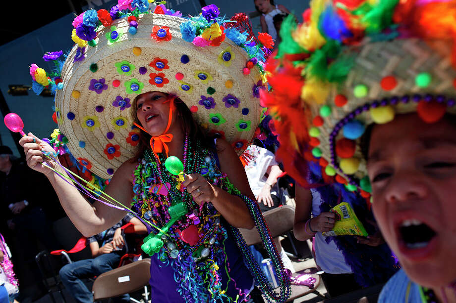 "metro - Karen Gonzales, left, and her grandson, Jonathan De Leon, 8, yell ""show us your shoes"" during the Battle of Flowers Parade in San Antonio on Friday, April 15, 2011. LISA KRANTZ/lkrantz@express-news.net Photo: LISA KRANTZ, SAN ANTONIO EXPRESS-NEWS / SAN ANTONIO EXPRESS-NEWS"