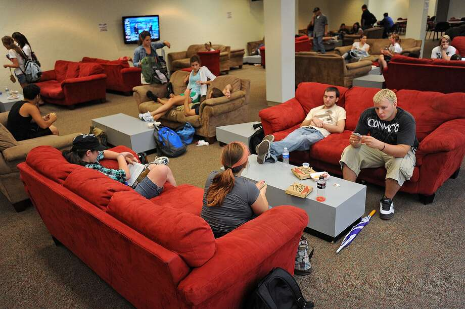 Lamar University's Student Government Association is proposing to increase student center fees from $30 a semester to $100 a semester to fund a new student center to replace the Setzer Student Center. Students can vote through April 27. Guiseppe Barranco/The Enterprise Photo: Guiseppe Barranco / Beaumont