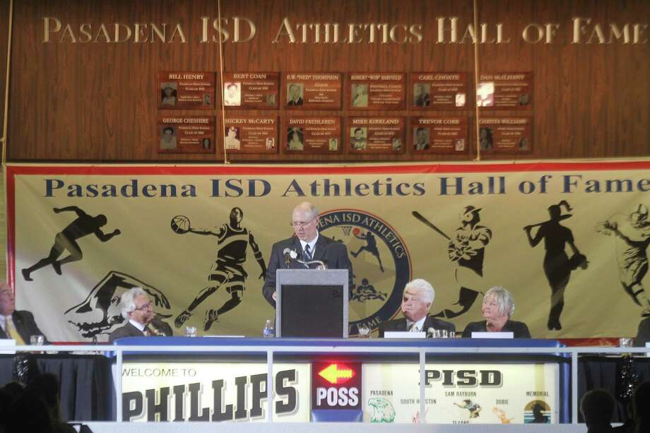 Mike Kirkland, Hall of Fame inductee, speaks on behalf of all inductees to the Pasadena Independent School District Athletics Hall of Fame. He was a football standout at Pasadena High School and in the National Football League. Photo: Pin Lim / Copyright Pin Lim.