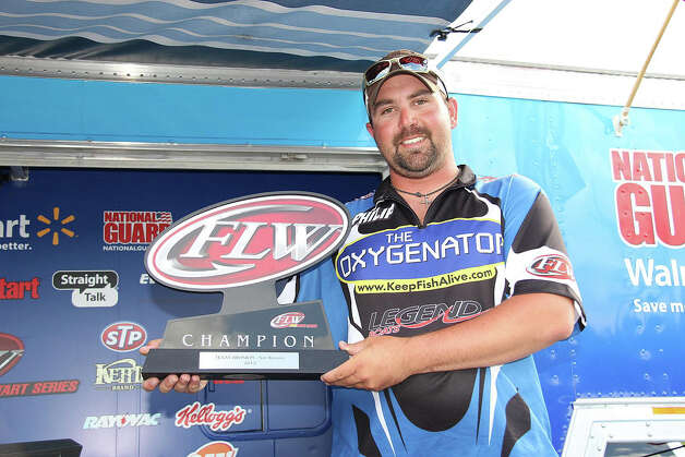 Philip Crelia lead all three days on Rayburn to win 1st place in the pro division. Photo: David Brown, JN_Crelia