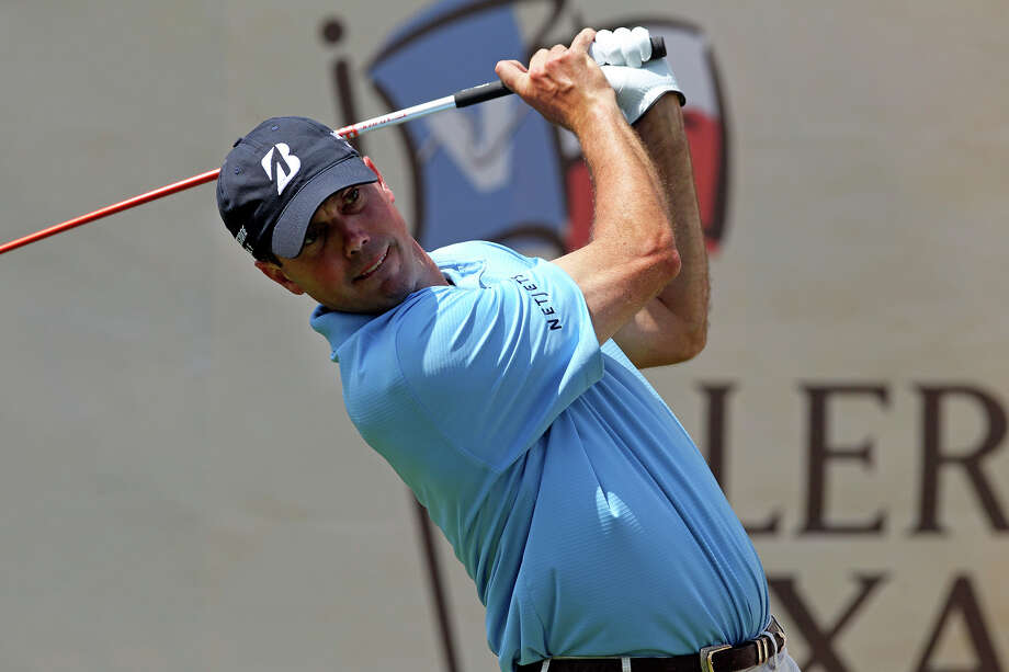 SPORTS   Matt Kuchar plays the 18th hole during the Oak Farms Dairy Pro-Am  at the TPC Oaks Course on  April 18, 2012.  Tom Reel/ San Antonio EXpress-News Photo: TOM REEL, San Antonio Express-News / San Antonio Express-News