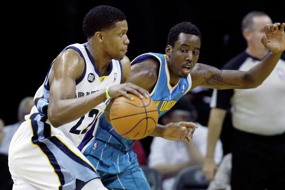Rudy Gay, who scored 26 points in the Grizzlies' playoff-clinching win, drives against the Hornets' Al-Farouq Aminu. Photo: Handout / AP