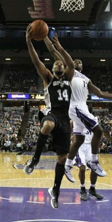 San Antonio Spurs guard Gary Neal, left, goes to the basket against Sacramento Kings guard Tyreke Evans during the first quarter of an NBA basketball game in Sacramento, Calif., Wednesday, April 18, 2012. (AP Photo/Rich Pedroncelli) (AP)