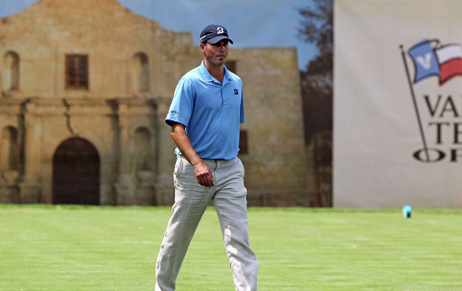 Matt Kuchar plays the 18th hole during the Oak Farms Dairy Pro-Am  at the TPC Oaks Course on  April 18, 2012.  Tom Reel/ San Antonio EXpress-News Photo: TOM REEL, Express-News / San Antonio Express-News