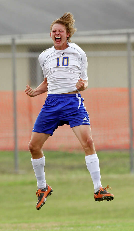 Senior Matt Struble leads Alamo Heights with 17 goals. Fourteen Mules players have scored a goal this season. Photo: EDWARD A. ORNELAS, SAN ANTONIO EXPRESS-NEWS / © SAN ANTONIO EXPRESS-NEWS (NFS)