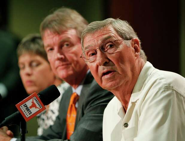 University of Texas at Austin Men's Athletics Director DeLoss Dodds, right, University President William Powers Jr., center, and Women's Athletics Director Chris Plonskon announce the athletics programs will continue competing in the Big 12 Conference June 15, 2010 in Austin, Texas. (Photo by Erich Schlegel/Getty Images) *** Local Caption *** William Powers Jr.;DeLoss Dodds;Chris Plonskon Photo: Erich Schlegel, Getty Images / 2010 Getty Images