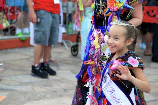 A large crowd gathered at Alamo Plaza Thursday night for tha annual kickoff of Fiesta! Photo: Xelina Flores-Chasnoff