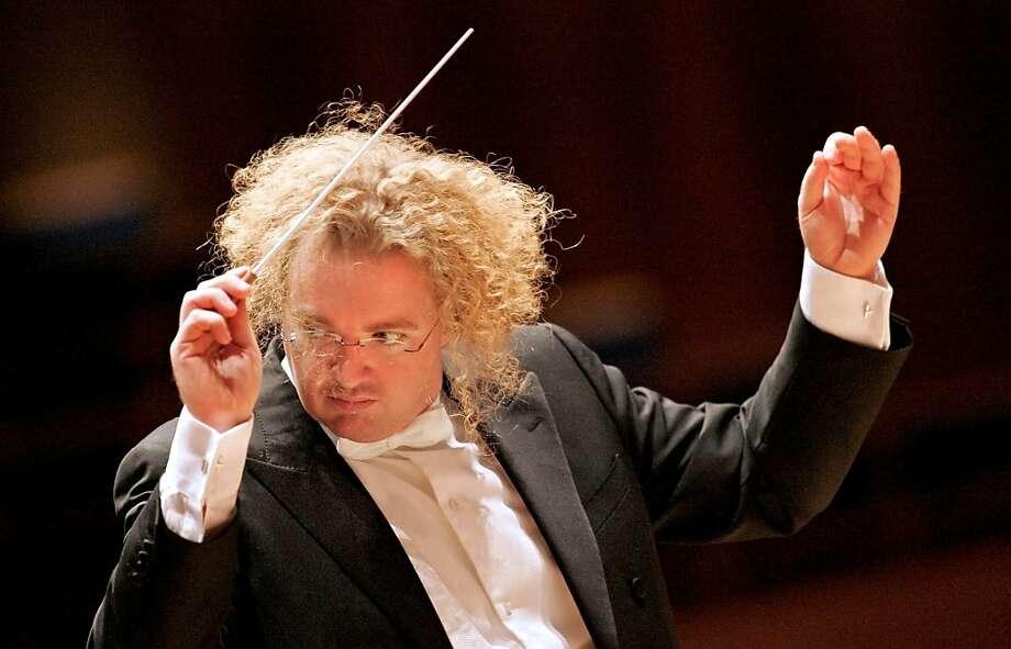Conductor Stéphane Denève Photo: Drew Farrell