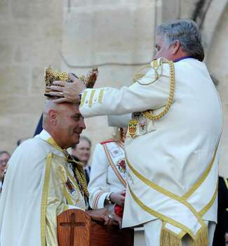 Rey Feo LXIV Richard Ojeda is crowned by his predecessor, Rey Feo LXIII Bill Drain, during a coronation ceremony in Main Plaza on Friday, April 20, 2012. Billy Calzada / Express-News Photo: BILLY CALZADA, SAN ANTONIO EXPRESS-NEWS / San Antonio Express-News