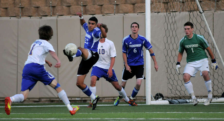 Friendswood defender Rudy DeHoyos (22) makes a play against Alamo Heights as teammates Aaron Campbell (6) and goalkeeper Michael Rich (1) look on during the Class 4A semifinal on Friday in Georgetown. Photo: Jerry Baker