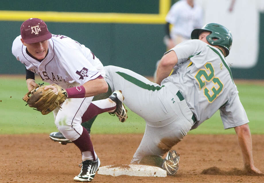 Baylor's Dan Evatt reaches second base safely ahead of the throw to Texas A&M's Scott Arthur during the second inning Friday. Photo: Stuart Villanueva