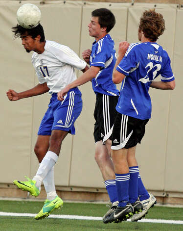 Alamo Heights' Diego Hernandez (from left) goes up for a header against Friendswood's Matthew Johnson and Jose Montalvo during first half action of their Class 4A state semifinal game held Friday April 20, 2012 at Birkelbach Field in Georgetown, Tx. Photo: EDWARD A. ORNELAS, Express-News / © SAN ANTONIO EXPRESS-NEWS (NFS)