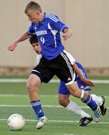 Friendswood's Conrad Beck looks for room around Alamo Heights' Carlos Garcia during first half action of their Class 4A state semifinal game held Friday April 20, 2012 at Birkelbach Field in Georgetown, Tx. Photo: EDWARD A. ORNELAS, Express-News / © SAN ANTONIO EXPRESS-NEWS (NFS)