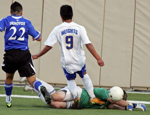 Friendswood's Michael Rich (right) and Alamo Heights' Christian Garcia collide as Friendswood's Rudy Dehoyos moves in on the play during first half action of their Class 4A state semifinal game held Friday April 20, 2012 at Birkelbach Field in Georgetown, Tx. Photo: EDWARD A. ORNELAS, Express-News / © SAN ANTONIO EXPRESS-NEWS (NFS)