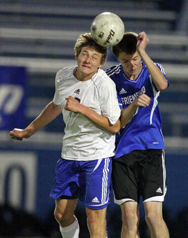 Alamo Heights' Matthew Struble (left) contests a header with Friendswood's Matthew Johnson. Photo: EDWARD A. ORNELAS, Express-News / © SAN ANTONIO EXPRESS-NEWS (NFS)