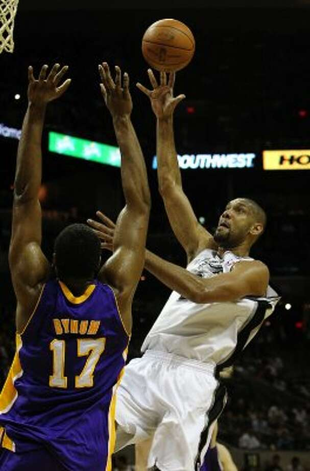 Spurs' Tim Duncan (21) shoots over Los Angeles Lakers' Andrew Bynum (17) in the first half at the AT&T Center on Friday, Apr. 20, 2012. Kin Man Hui/Express-News. (San Antonio Express-News)
