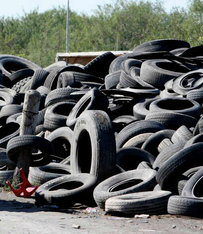 Tires can create an unsightly mess. They can be recycled at Firestone centers and Garden-Ville. Photo: DELCIA LOPEZ, Express-News File Photo / SAN ANTONIO EXPRESS-NEWS