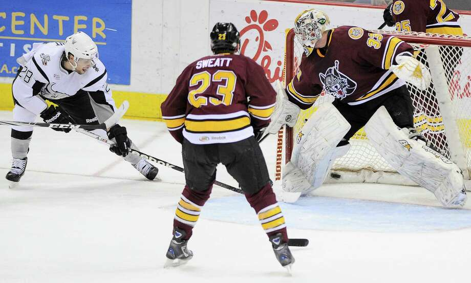 James Wright (left) scores during the Rampage's 4-3 victory. Photo: Darren Abate, Darren Abate/pressphotointl.com / Darren Abate/pressphotointl.com