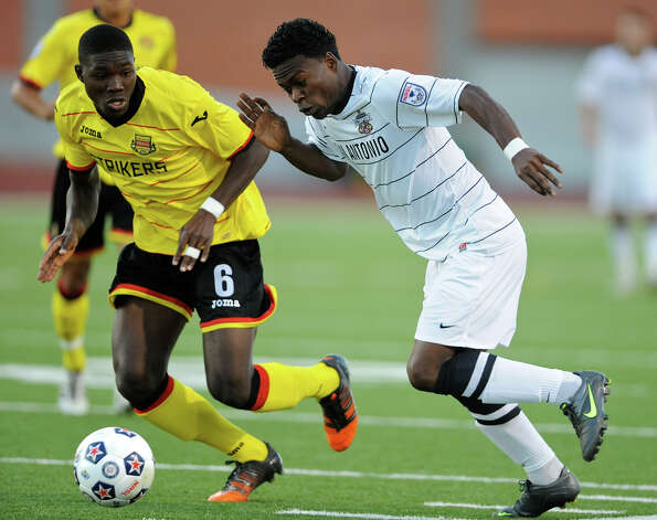 The Scorpions' Walter Ramirez (right) tries to get past Fort Lauderdale's Nickardo Blake (6) during a NASL match on Saturday, April 21, 2012 at Heroes Stadium. Photo: John Albright, For The Express-News