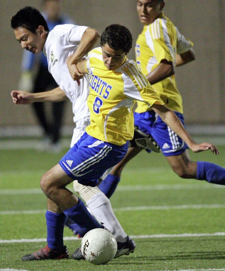 Wichita Falls Rider's Minsung Park (left) and Alamo Heights' Will Westerman struggle for control of the ball in their Class 4A state final game Saturday, April 21, 2012 at Birkelbach Field in Georgetown. Alamo Heights won 3-2 in a shootout. Photo: EDWARD A. ORNELAS, San Antonio Express-News / © SAN ANTONIO EXPRESS-NEWS (NFS)