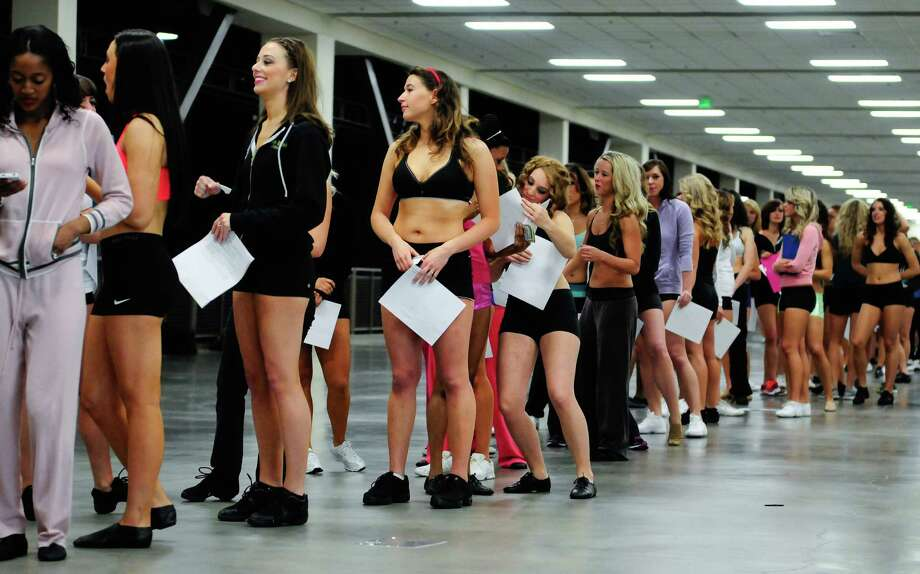 A line of hopeful Sea Gals wait to check in during the first round of auditions/ Photo: LINDSEY WASSON / SEATTLEPI.COM