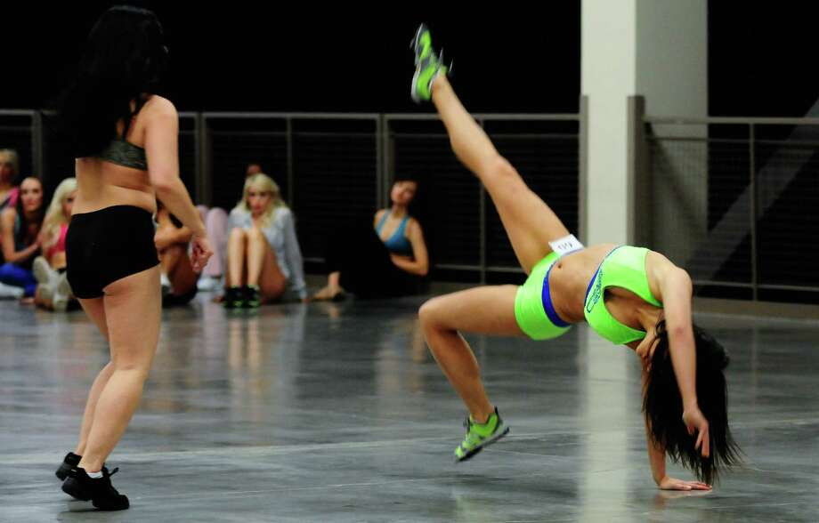 Lindsey Jamieson, right, performs a complicated move during her routine. Photo: LINDSEY WASSON / SEATTLEPI.COM