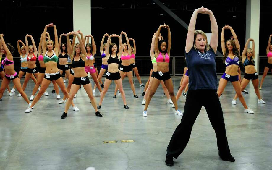 Former Sea Gal leads those who made it through the first round in a routine they will have to perform at the semifinals. Photo: LINDSEY WASSON / SEATTLEPI.COM