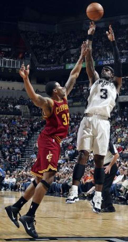 FOR SPORTS - San Antonio Spurs' Stephen Jackson shoots over Cleveland Cavaliers' Alonzo Gee during first half action Sunday April 22, 2012 at the AT&T Center. (PHOTO BY EDWARD A. ORNELAS/SAN ANTONIO EXPRESS-NEWS) (SAN ANTONIO EXPRESS-NEWS)