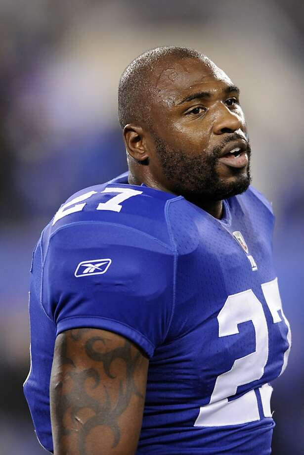 FILE - This Nov. 20, 2011 file photo shows New York Giants running back Brandon Jacobs before an NFL football game against the Philadelphia Eagles, in East Rutherford, N.J. A person with knowledge of the contract says Jacobs and the San Francisco 49ers have agreed to terms on a one-year deal. (AP Photo/Bill Kostroun, File) Photo: Bill Kostroun, Associated Press