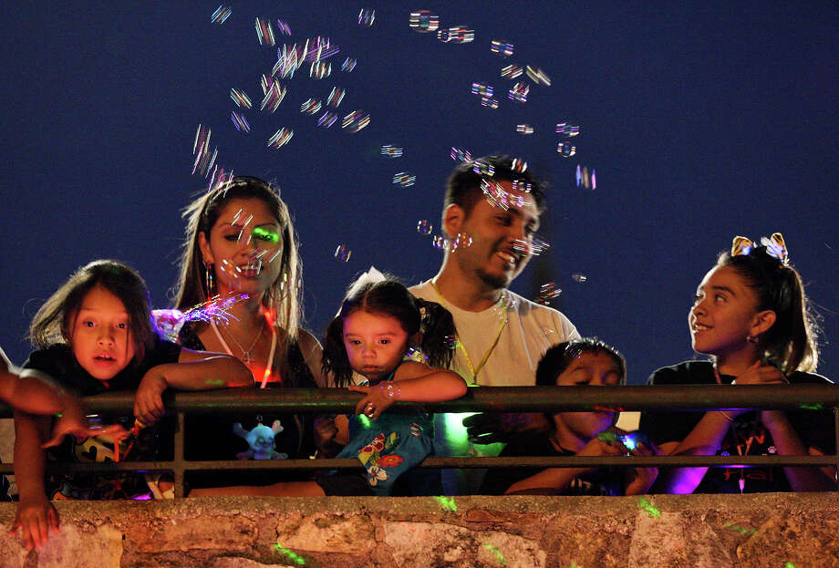 "Gisele Cabrera, 7, (from left), Mishel Gamez, Shilo Bertadillo, 2, David Bertadillo, Joe Cabrera, 9, and Absidee Cabrera,11, take in the sights during the 2012 Texas Cavaliers' River Parade ""Rockin' on the River"" on Monday, April 23, 2012. Photo: EDWARD A. ORNELAS, San Antonio Express-News / SAN ANTONIO EXPRESS-NEWS (NFS)"