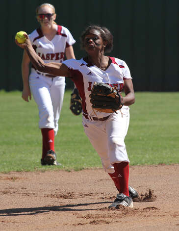 Shawneece Jones fires a pitch over during pre-game warmups. Photo: Jason Dunn