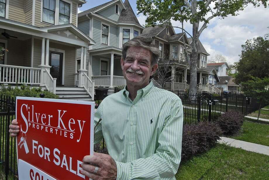 Jim Simpson, manager of Silver Key Properties, puts up a for-sale sign at townhomes in the 200 block of West 24th Street. Photo: Tony Bullard / © Tony Bullard & the Houston Chronicle