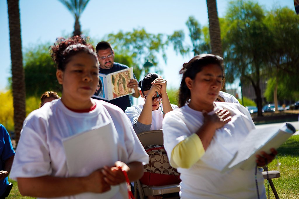 a look at the arizona immigration law Pros and cons of arizona immigration law by crystal critics have argued that police officers lack the training to look past race when they are investigating.