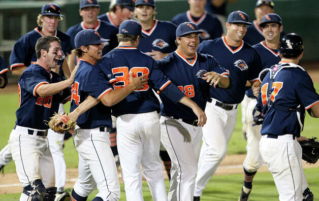 The Roadrunners rush out to celebrate with relief pitcher Matt Sims as UTSA beats Baylor at Wolff Stadium on Tuesday, April 24, 2012. Photo: TOM REEL, San Antonio Express-News / San Antonio Express-News
