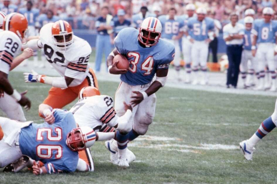 10/30/1983 -- #34 Earl Campbell 1983 Houston Oilers v. Cleveland Browns. (Geary Broadnax / Houston Chronicle)