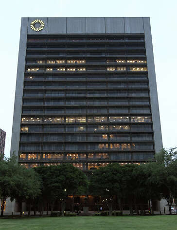 Images of the Frost Bank Building located at 100 West Houston Street on Friday, Apr. 6, 2012. Kin Man Hui/Express-News. Photo: Kin Man Hui, San Antonio Express-News / ©2012 San Antonio Express-News