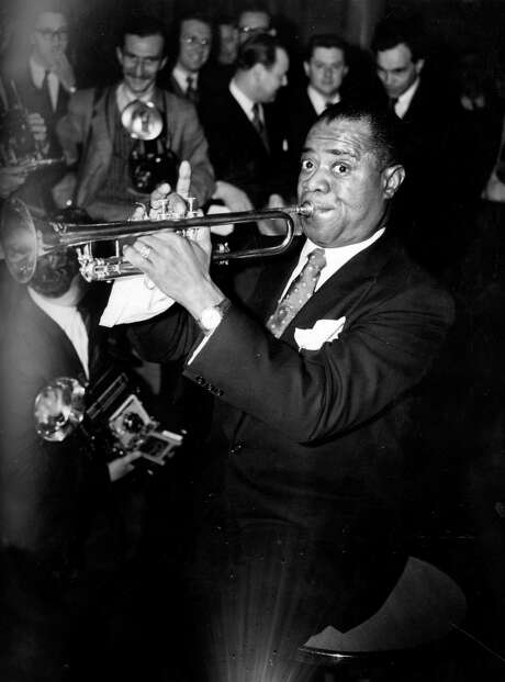 Louis 'Satchmo' ('Satchelmouth') Armstrong (1900 - 1971), the great jazz trumpeter and vocalist playing at the Savoy Hotel, London. Photo: Harrison, Getty Images / Hulton Archive