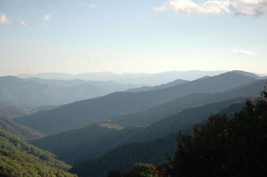 Convenient lookouts at the side of roadways within Great Smoky Mountains National Park allow panoramic views. Photo: Harry Shattuck / HOUSTON CHRONICLE