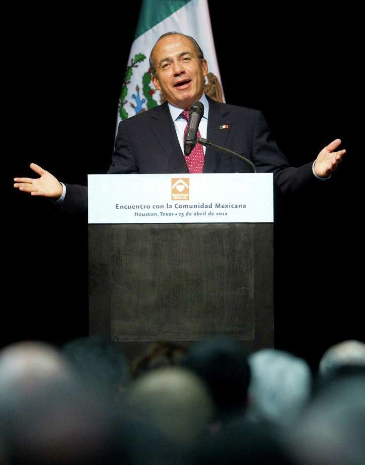 Mexican President Felipe Calderon talks to a full auditorium Wednesday, April 25, 2012, in the Ripley House community center gymnasium in Houston. Calderon spoke about health care in Mexico and an article he read about Mexican immigration to the U.S dropping to zero percent amongst other things. Photo: Nick De La Torre, Houston Chronicle / © 2012  Houston Chronicle