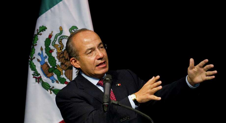 Mexican President Felipe Calderon talks to a full auditorium Wednesday, April 25, 2012, in the Ripley House community center gymnasium in Houston. Photo: Nick De La Torre, Houston Chronicle / © 2012  Houston Chronicle