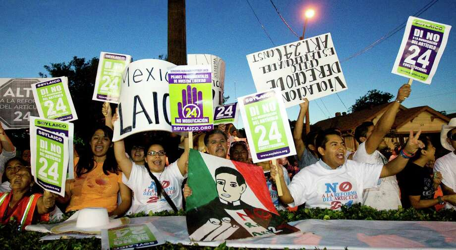 A crowd protests the possible changes to in article 24 of the Mexican constitution, Wednesday, April 25, 2012, outside the Ripley House community center in Houston. The draft legislation proposes changes in the language of Articles 24 and 40 of the Mexican Constitution, guaranteeing religious instruction in Mexican schools, and allowing the church greater access to mass means of communication, among other things. Photo: Nick De La Torre, Houston Chronicle / © 2012  Houston Chronicle