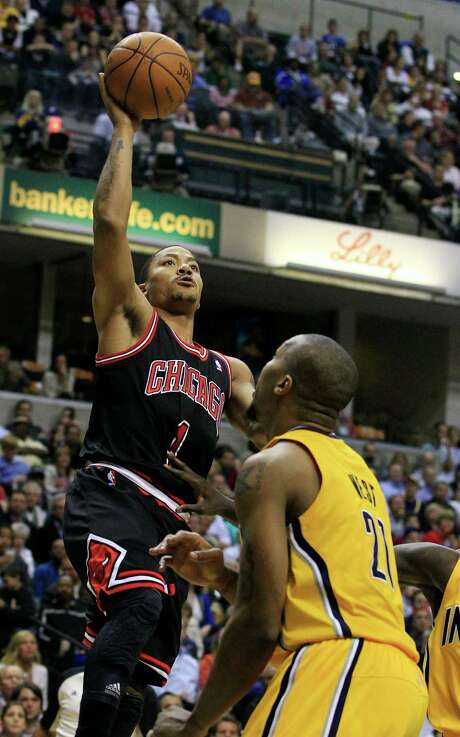 Chicago Bulls' Derrick Rose shoots over Indiana Pacers' David West during the first half of an NBA basketball game, Wednesday, April 25, 2012, in Indianapolis. Photo: AP