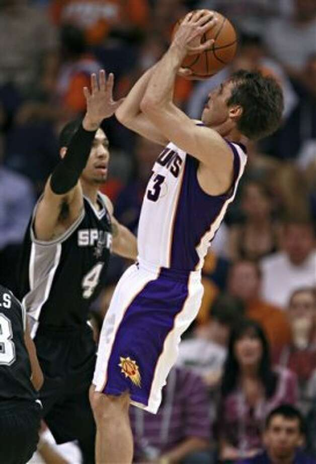 The Suns' Steve Nash, right, shoots over the Spurs' Danny Green during the first half Wednesday, April 25, 2012, in Phoenix. (AP Photo/Matt York) (AP)