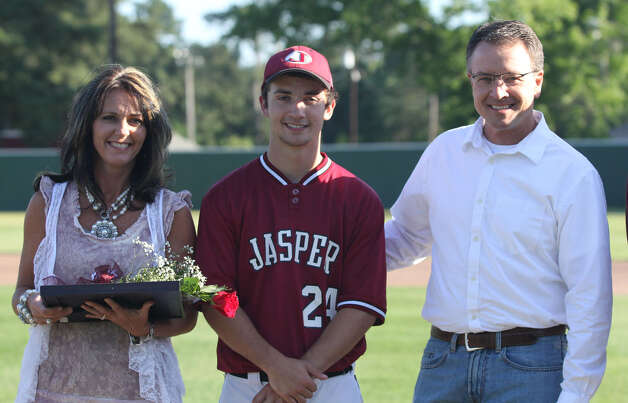 Senior Colby DeCordova and his parents. Photo: Jason Dunn