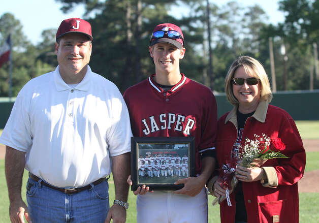Jasper senior Lane Kipp with his parents Kevin and Karen Kipp. Photo: Jason Dunn